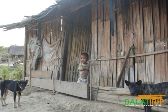 Một trong những gia đình nghèo trong làng