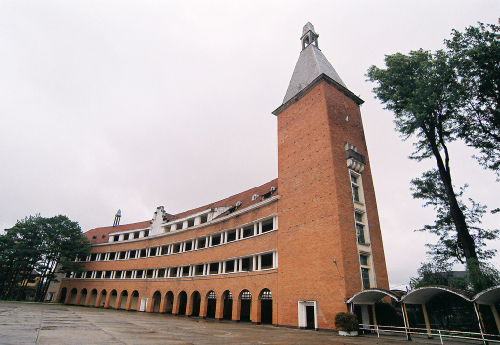 Những ngôi trường thu hút khách du lịch ở Đà Lạt