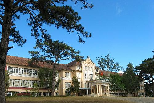 Nam Phương hoàng hậu từng là học sinh của trường