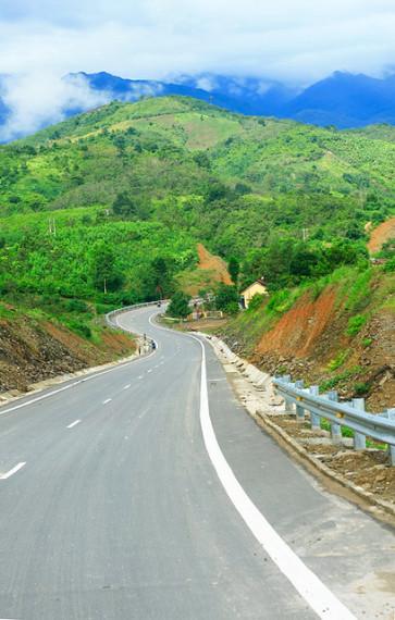 Con đèo này nay là tuyến đường chính nối duyên hải miền Trung với Đà Lạt