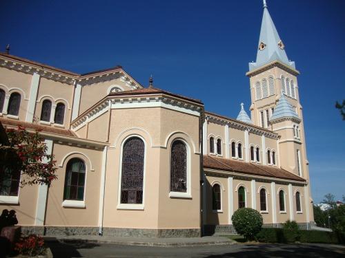 Kiến trúc Nhà thờ Con Gà Đà Lạt