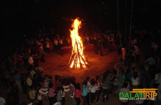 sinh hoạt lửa trại tây nguyên