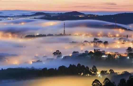 Du lịch Đà Lạt tự túc mà vẫn tiết kiệm - ảnh Đà Lạt đêm sương
