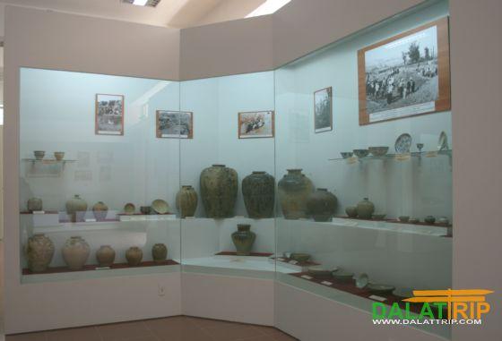 Gốm sứ cổ trưng bày tại bảo tàng Lâm Đồng