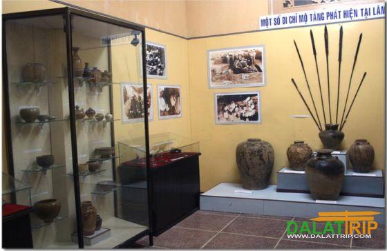 Đồ gốm sứ ở bảo tàng Lâm Đồng - Đà Lạt