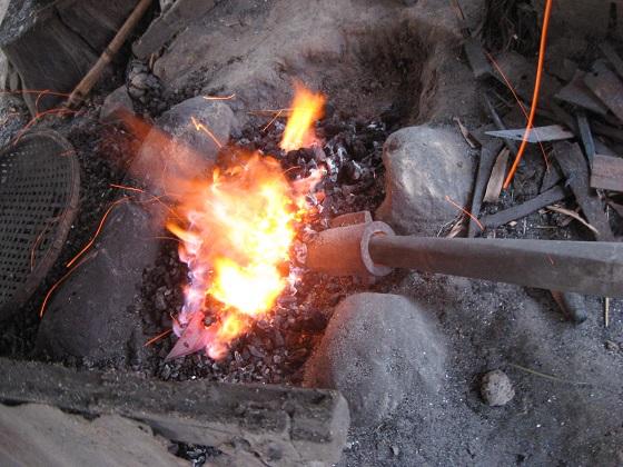 Lò rèn truyền thống thủ công
