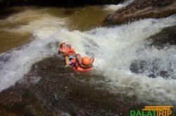 trượt nước ở thác