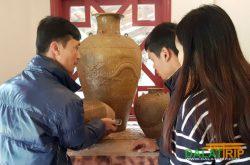 Du lịch khám phá gốm cổ trong Làng Cù Lần