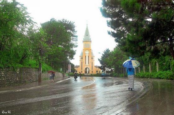 phố núi chiều mưa