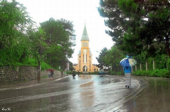 mưa buồn trên phố núi