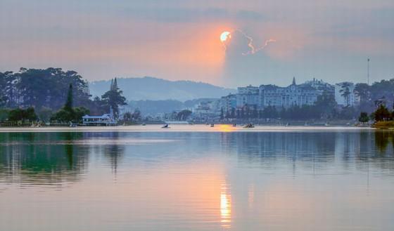 Cảnh sắc hồ Xuân Hương Đà Lạt
