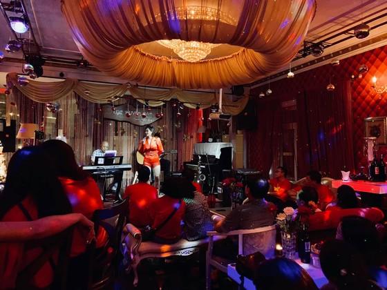 Phòng trà ca nhạc Lục Huyền Cầm