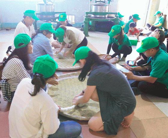 trải nghiệm thực tế tại nơi chế biến trà