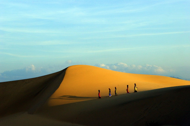 Sunrise at Nam Cuong sand dunes