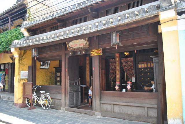 The traditional pharmacies