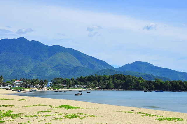 ชายหาด Xuan Thieu