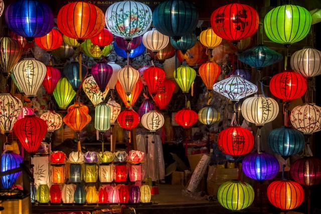 un magasin de lanterne à Hoi An