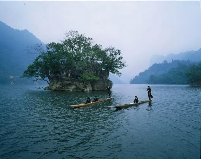 ba be lake with ethnic minority ladies