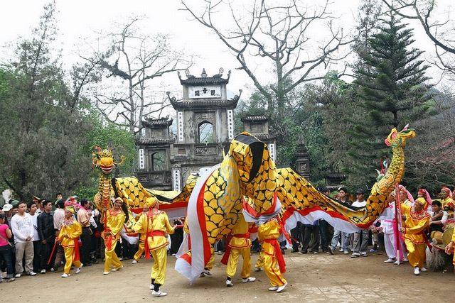 Huong pagoda festival 1