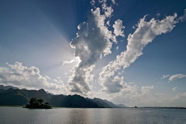 Sunset on Yen Quang lake