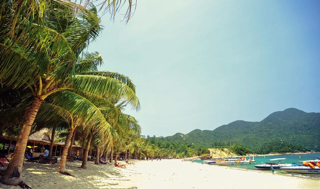 The beach of Cham island