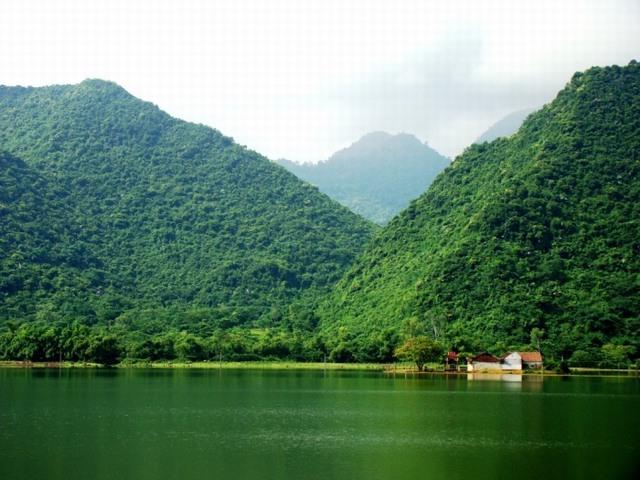 Yen Quang lake