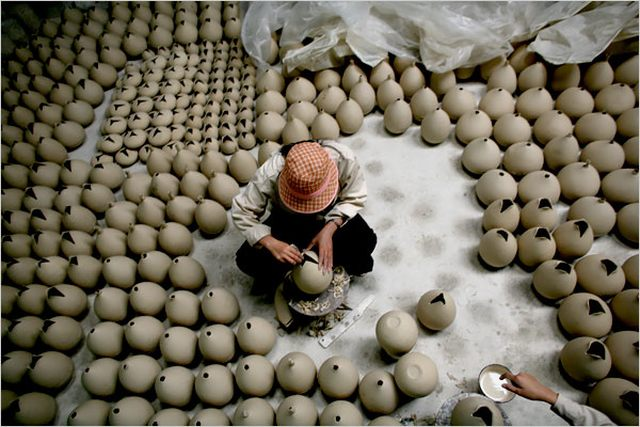 a pottery maker in Bat Trang