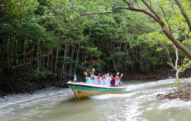 canoeing in Can Gio