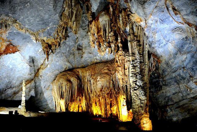 inside Phong Nha Cave 4