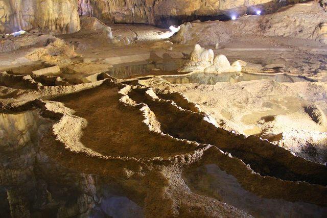 Фонг Nha пещера внутри 7
