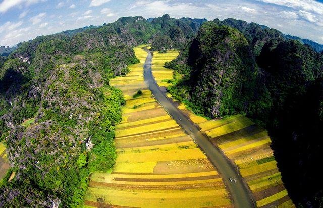 panoramic view of Trang An