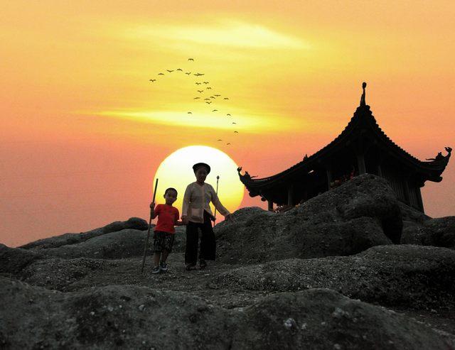 sunset at Yen Tu peak