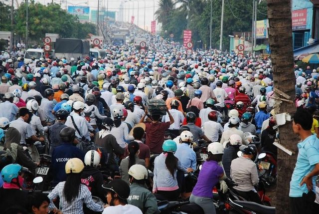 tourists are overwhelmed at the sight of traffic in Vietnam