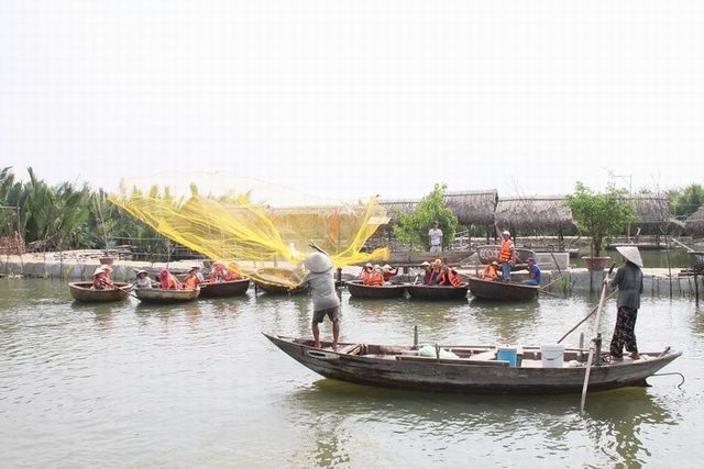 Learn how fishing nets - Photo Eco Tours