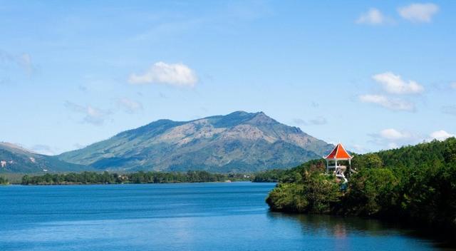 T'Nung lake landscape