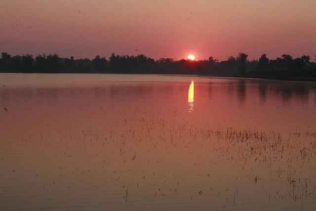 dawn at lake T'Nung