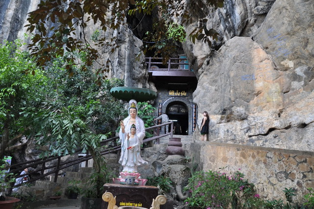 Thach Dong Thon Van in Ha Tien