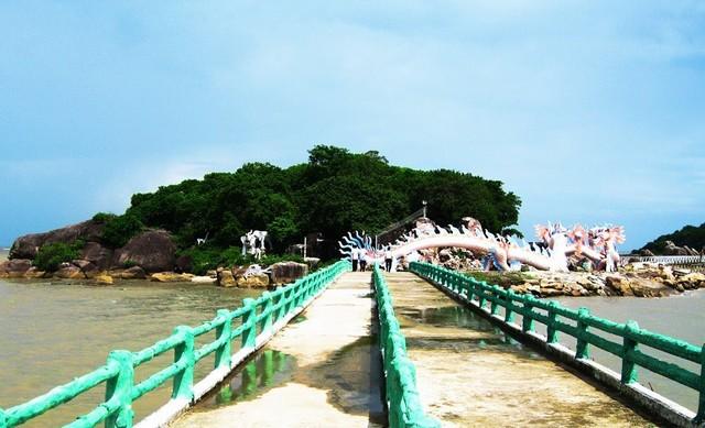 The way go to Da Bac island