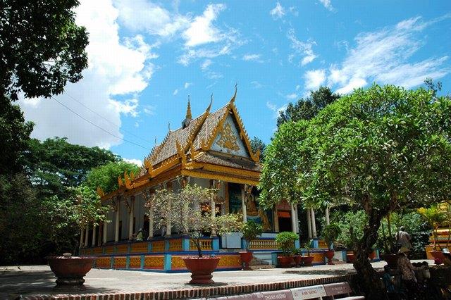 Bat pagoda - Chua Doi