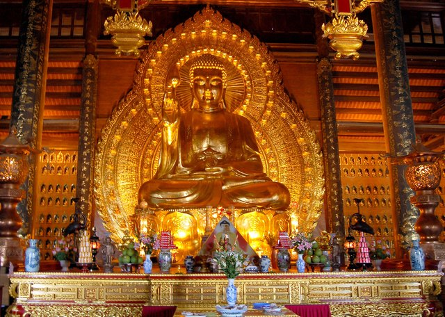 Gilt bronze Buddha, the largest one in Asia
