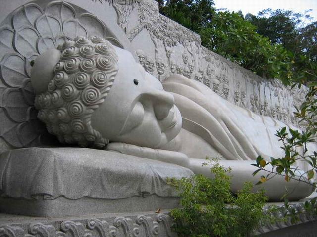 Длинная пагода Son - статуя
