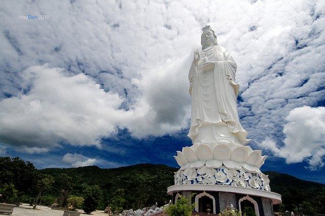 pagode Quan Yin Linh Ung Statue de
