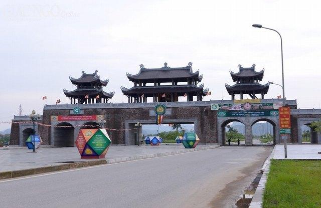 The gate of Bai Binh pagoda