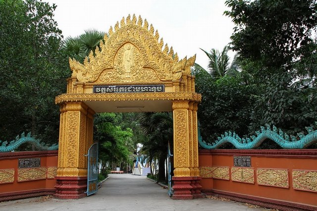 The gate of Bat pagoda