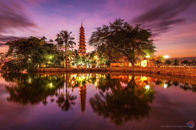 Tran Quoc pagoda at night