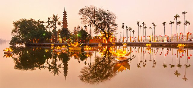 Tran Quoc pagoda with festival