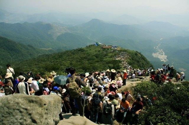 Wanderous way to Yen Tu