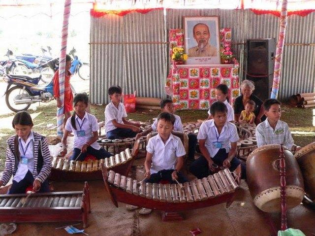 musique folklorique à Cung Phuoc festival Bien