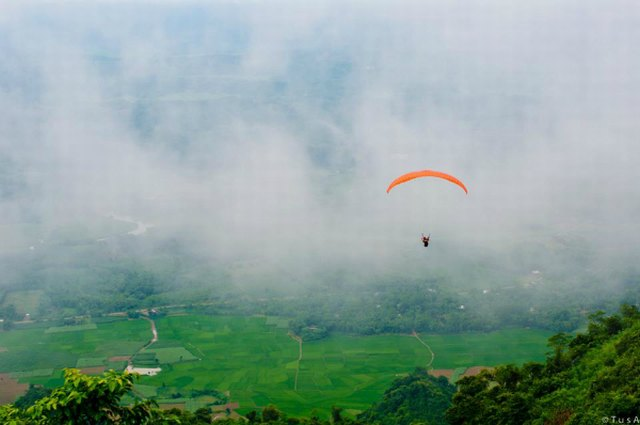 paragliding in Bai Nha mountain