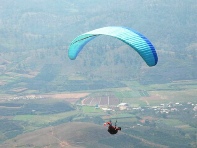 paragliding in Langbiang
